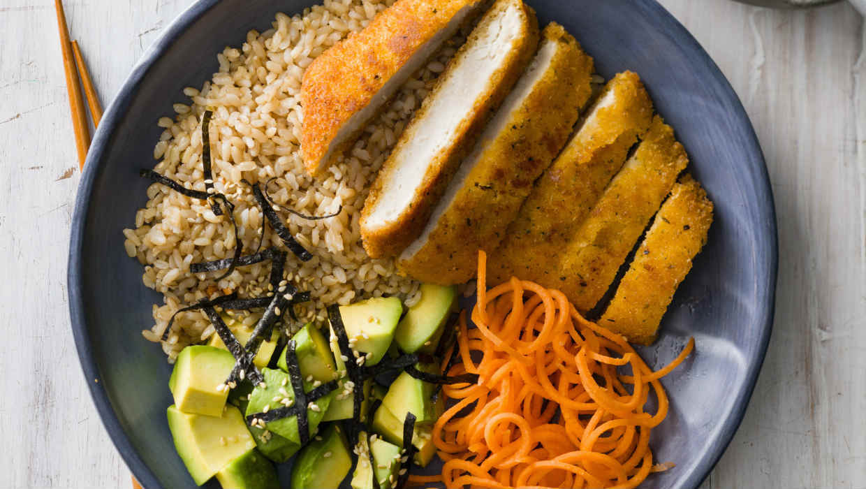 Crispy chicken rice bowl with avocado