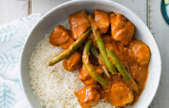 Easy butter chicken and beans on brown rice