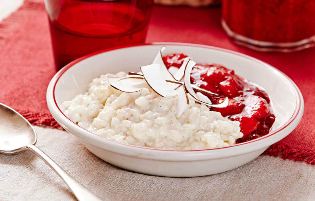 Sweet coconut rice with berry compote