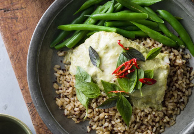 Thai baked fish with green beans on rice