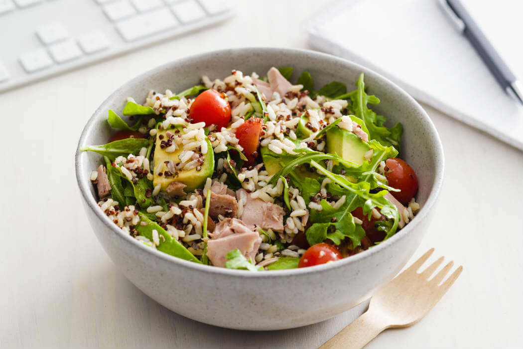 Tuna and rice salad with vegetables