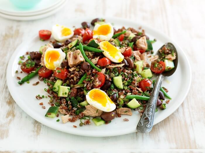 Tuna nicoise salad with eggs and vegetables